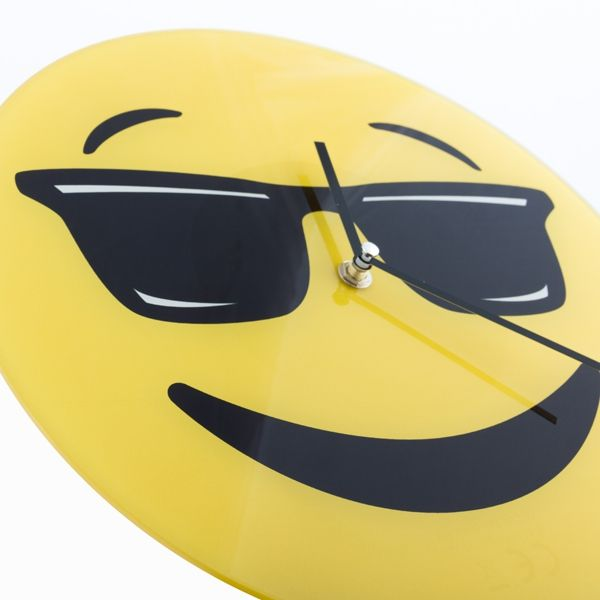 images/2cool-emoticon-wall-clock.jpg
